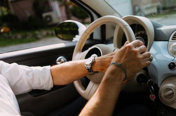 נהיגה ללא רישיון נהיגה וללא ביטוח היא עבירה העלולה לגרור שלילה לתקופה לא קצרה. כאן ניתן ללמוד על מהות העבירה וכיצד בתי המשפט פוסקים לגביה